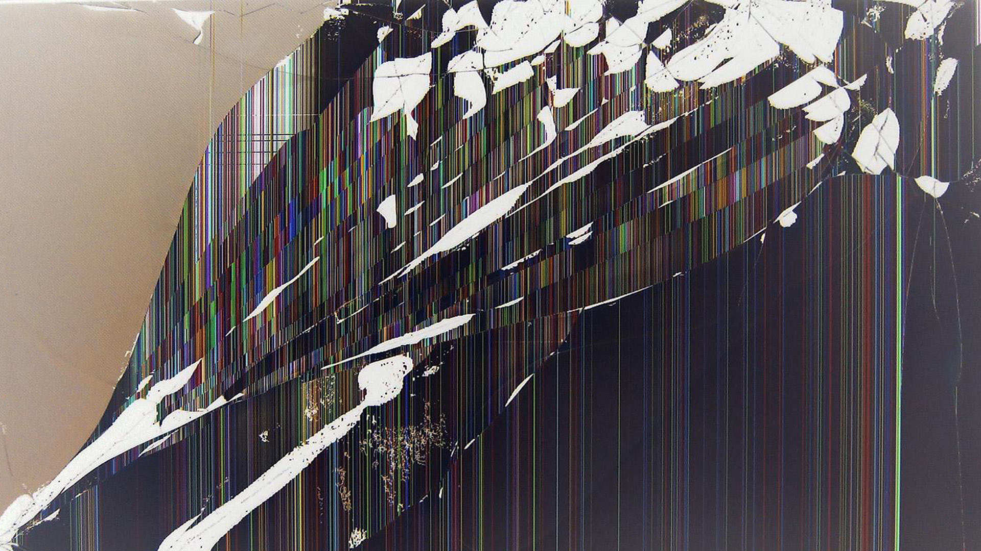 6 broken screen wallpapers prank for windows and mac laptops - Cool screensavers for cracked screens ...